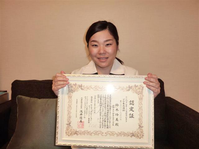http://www.b-i-n.co.jp/teatree/school_voice/images/p_suzuki.jpg